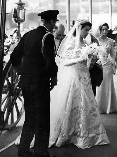 Queen Elizabeth II, Princess Elizabeth marries Prince Philip 20 November 1947 Elizabeth arrives at Westminster Abbey with her father King George VI Royal Wedding of Princess Elizabeth to Philip Mountbatten on 20th November 1947. (Photo by NCJ Archive/Mirrorpix/Mirrorpix via Getty Images)