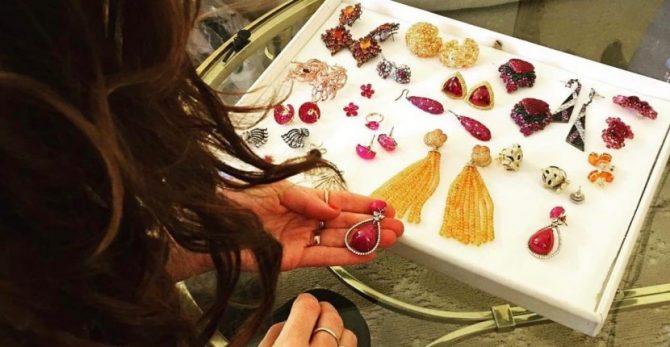 Cristina Ehrlich reviewing Lorraine Schwartz jewelry
