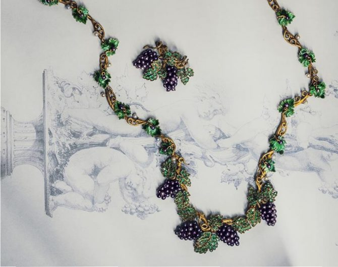 Bunch of Grapes necklace made of mauve pearls, emeralds, gold and enamel around 1850. Photo by © Bruno Ehrs from © CHAUMET: Parisian Jeweler Since 1780 By Henri Loyrette, Flammarion, 2016