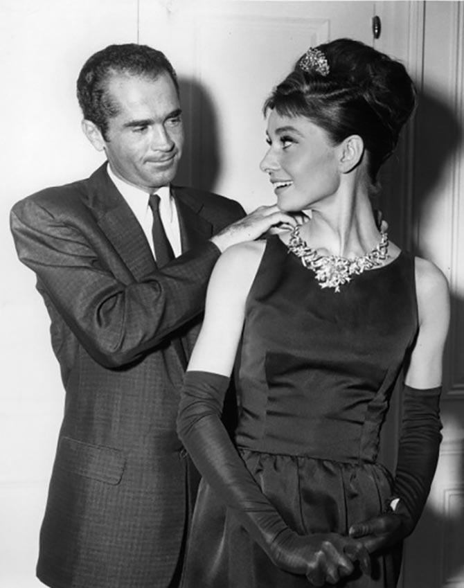 Henry B Platt, great-grandson of the founder of Tiffany's, adjusts the Jean Schlumberger necklace set with the 128- carat Tiffany Diamond on Audrey Hepburn. The actress posed in the Tiffany jewel for a publicity still. She did not wear it or any Tiffany jewelry in 'Breakfast At Tiffany's', 1961. (Photo by Paramount/Getty Images)