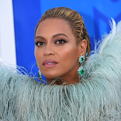 The Adventurine Posts Beyoncé's Jewelry Slays at the VMAs