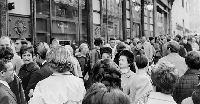 People lined up in front of the Cartier Fifth Avenue Mansion in 1969 to see the diamond purchased by Richard Burton for Elizabeth Taylor Photo Yale Joel/TimePix/PPCM/Getty