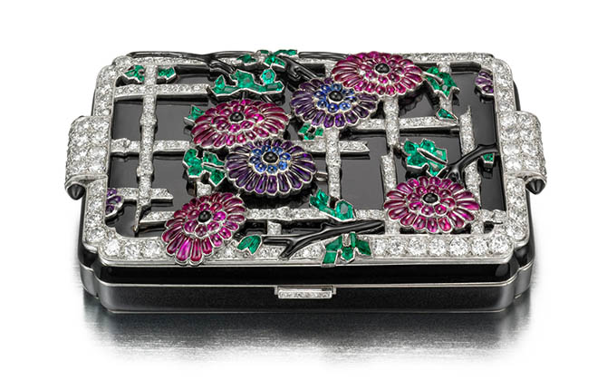 Chrysanthemum Vanity Case, ca. 1928; Produced by Lacloche FrËres (Paris, France); Manufactured by Strauss, Allard & Meyer (France);; L x W x D: 7.5 ◊ 4.4 ◊ 1.6 cm (2 15/16 ◊ 1 3/4 ◊ 5/8 in.); Photo: Doug Rosa