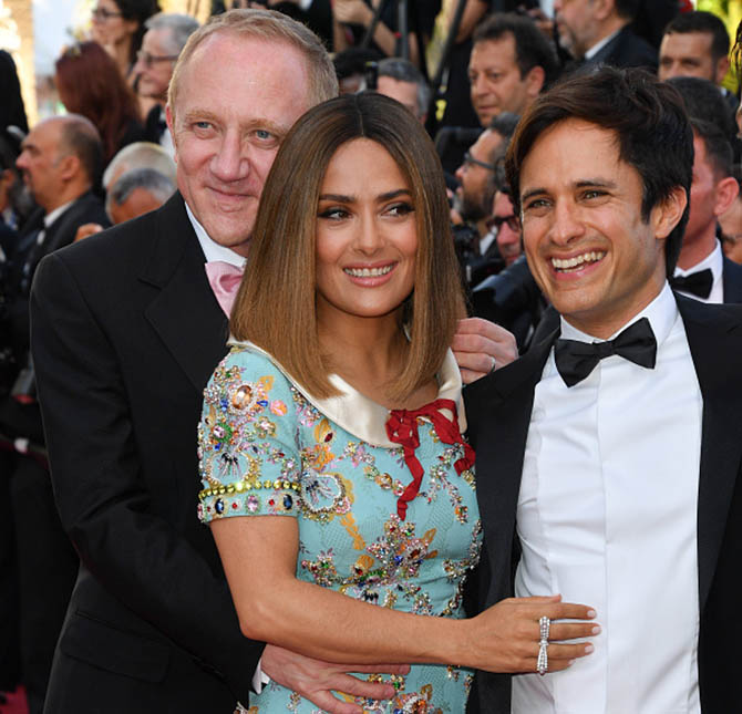 CANNES, FRANCE - MAY 23: Francois- Henri Pinault, Salma Hayek in a ribbon ring from Boucheron and Gael Garcia Bernal attend the 70th Anniversary screening during the 70th annual Cannes Film Festival at Palais des Festivals on May 23, 2017 in Cannes, France. (Photo by George Pimentel/WireImage)