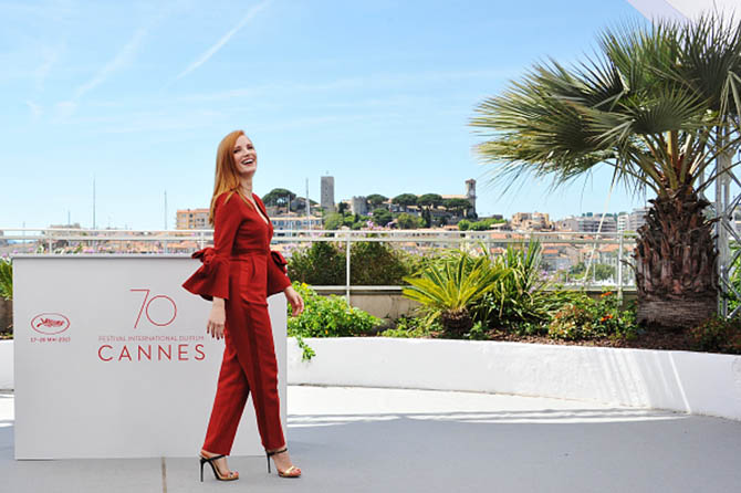 CANNES, FRANCE - MAY 17: Jury member Jessica Chastain in Piaget pendant attends the Jury photocall during the 70th annual Cannes Film Festival at Palais des Festivals on May 17, 2017 in Cannes, France. (Photo by Stephane Cardinale - Corbis/Corbis via Getty Images)