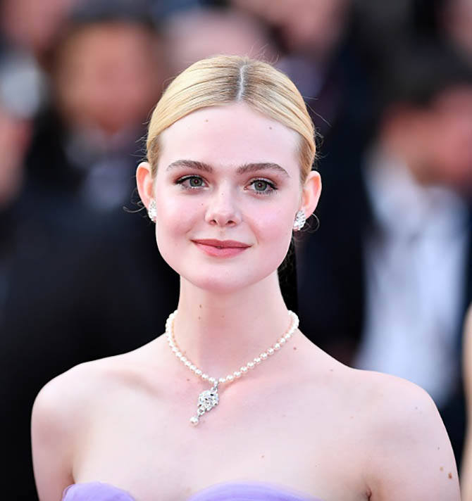 CANNES, FRANCE - MAY 24: US actress Elle Fanning arrives for the premiere of the film The Beguiled in competition at the 70th annual Cannes Film Festival in Cannes, France on May 24, 2017. (Photo by Mustafa Yalcin/Anadolu Agency/Getty Images)