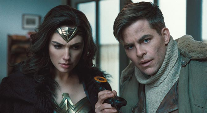 Diana (Gal Gadot) with Steve Trevor (Chris Pine) receiving information over the phone about the enemy. Photo Warner Brothers