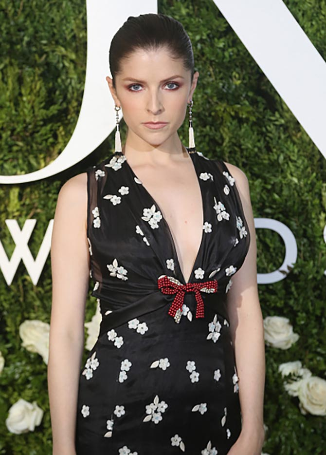 NEW YORK, NY - JUNE 11: Actress Anna Kendrick in Cartier tassel earrings at the 71st Annual Tony Awards at Radio City Music Hall on June 11, 2017 in New York City. (Photo by Bruce Glikas/FilmMagic)
