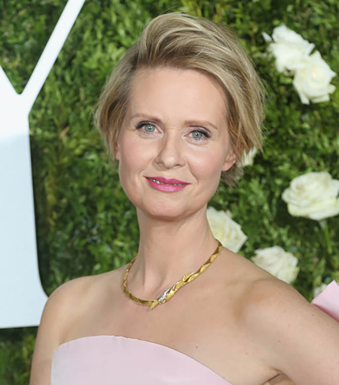 NEW YORK, NY - JUNE 11: Cynthia Nixon in a 1950s vintage gold necklace from Fred Leighton at the 71st Annual Tony Awards at Radio City Music Hall on June 11, 2017 in New York City. (Photo by Bruce Glikas/FilmMagic)