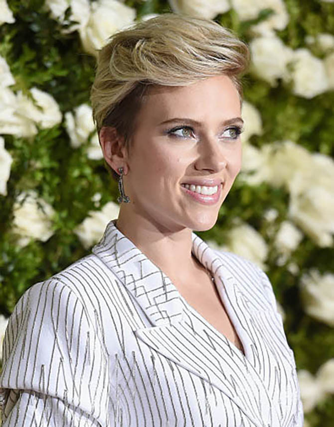 NEW YORK, NY - JUNE 11: Actress Scarlett Johansson in Fred Leighton earrings at the 2017 Tony Awards at Radio City Music Hall on June 11, 2017 in New York City. (Photo by Dimitrios Kambouris/Getty Images for Tony Awards Productions)