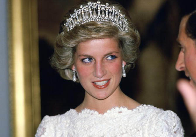 Princess Diana wearing the Cambridge Lover's Knot Tiara and earrings by Collingwood Jewellers on November 11, 1985 in Washington, D.C. at a reception at the British Embassy Photo by Tim Graham/Getty Image