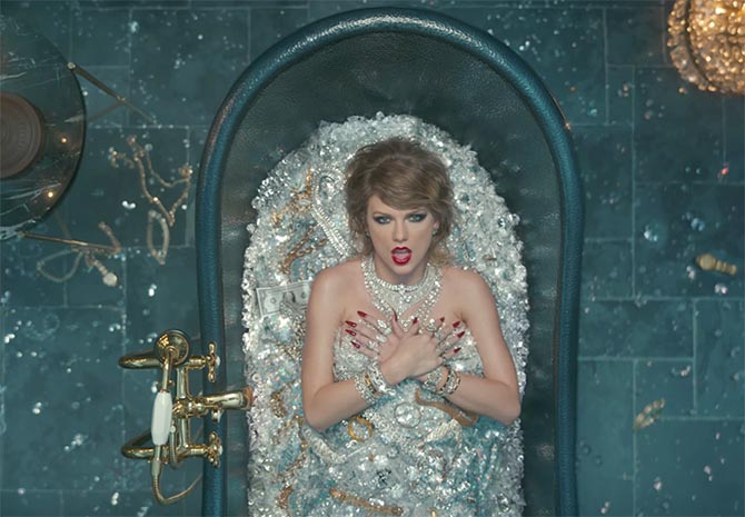"Taylor Swift wearing an array of platinum and diamonds from Neil Lane while she soaks in a bathtub filled with jewels in her ""Look What You Made Me Do"" video"