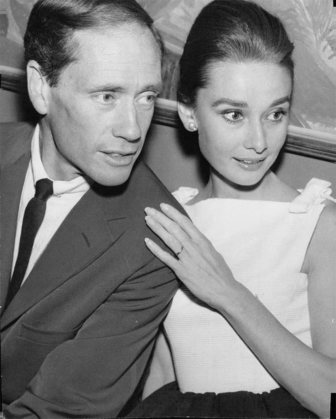 Mel Ferrer and Audrey Hepburn wearing one of her wedding bands in 1959. Photo @rareaudreyhepburn/Instagram