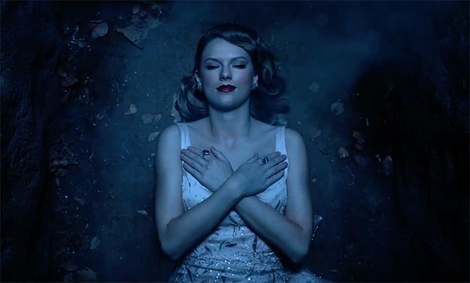 "Taylor Swift wearing rings from Le Vian in the graveyard scene of ""Look What You Made Me Do"""