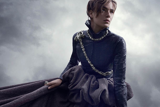 A model wearing jewels from the MEY Designs for Game of Thrones Collection including the Mother of Dragons chain and a Breaking Chains Necklace. Photo courtesy