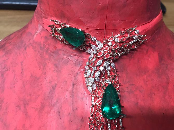Detail of the Rugiada emerald, diamond and platinum necklace by Gismondi 1754 on clay in production Photo courtesy