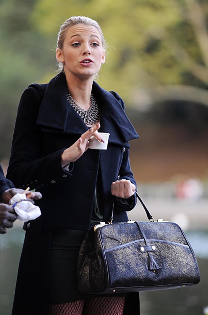Blake Lively wearing a one of a kind sterling silver handwoven chain link Stephen Dweck bib necklace in an episode of 'Gossip Girl.'