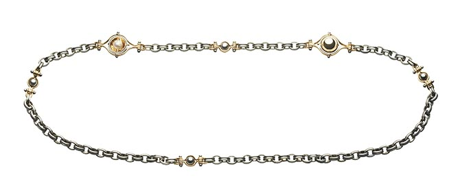 A long chain from Elie Top's Mécaniques Célestes collection. The balls on the stations of the chain spin to reveal a pearl on the interior. Photo courtesy