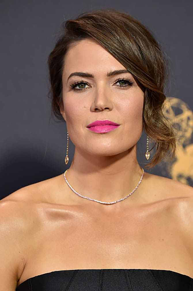 At the 2017 Oscars, Mandy Moore in pink sapphire choker and diamond and morganite tear drop earrings custom made for the occasion by Jennifer Meyer