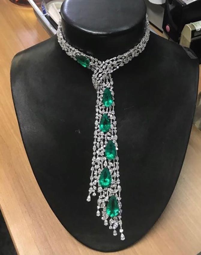 The Rugiada emerald, diamond and platinum necklace by Gismondi 1754 in the Genoa atelier Photo courtesy