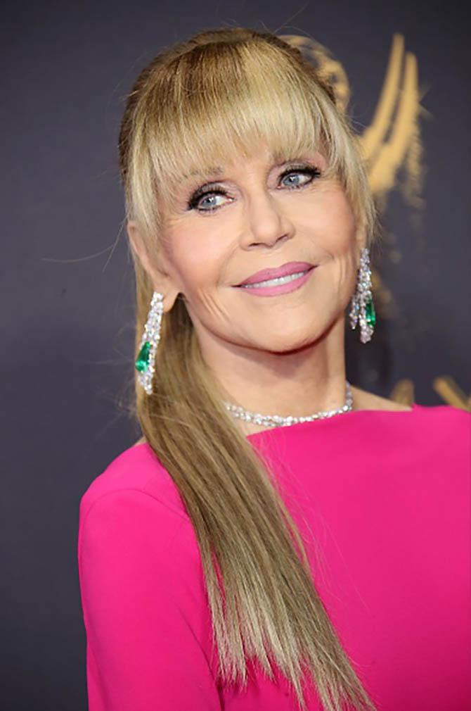 Jane Fonda at the 2017 Emmys wearing the Gismondi 1754 emerald, diamond and platinum jewels. Photo courtesy