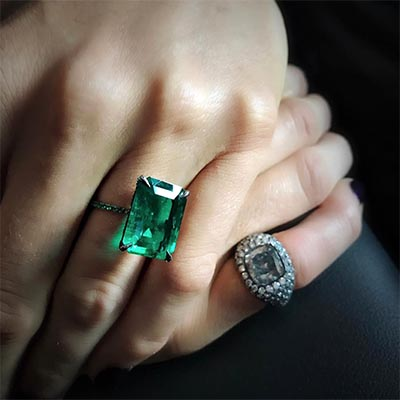 The Adventurine Posts Blake Lively's Jewelry This Week