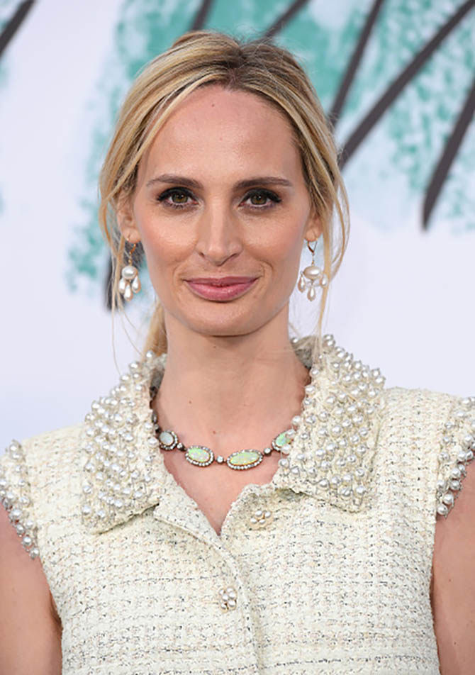 Lauren Santo Domingo wear girandole pearl earrings and a vintage opal and diamond necklace at The Serpentine Gallery Summer Party on June 28, 2017 in London. Photo by Karwai Tang/WireImage