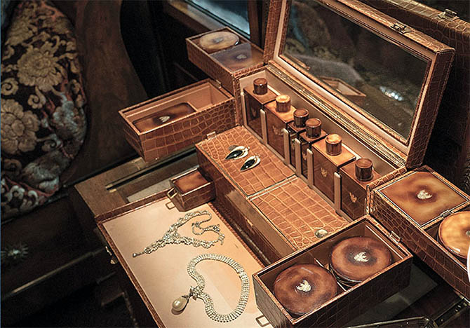 Judi Dench's vintage traveling jewelry box in 'Murder on the Orient Express. Photo Twentieth Century Fox