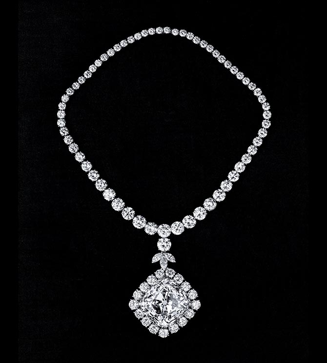 A black and white image of the necklace set with the Tiffany Diamond for the 1957 Tiffany Feather Ball. Photo courtesy