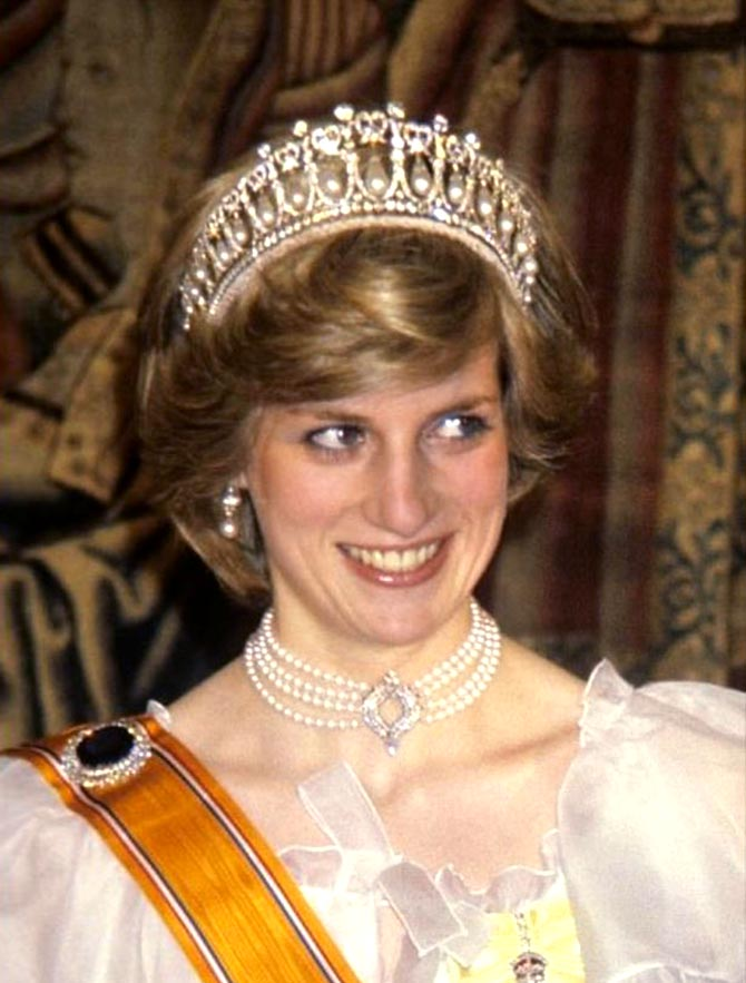 Princess Diana wearing the Queen's Four Row Choker in 1982 with the Cambridge Lover's Knot tiara at banquet. Photo Getty