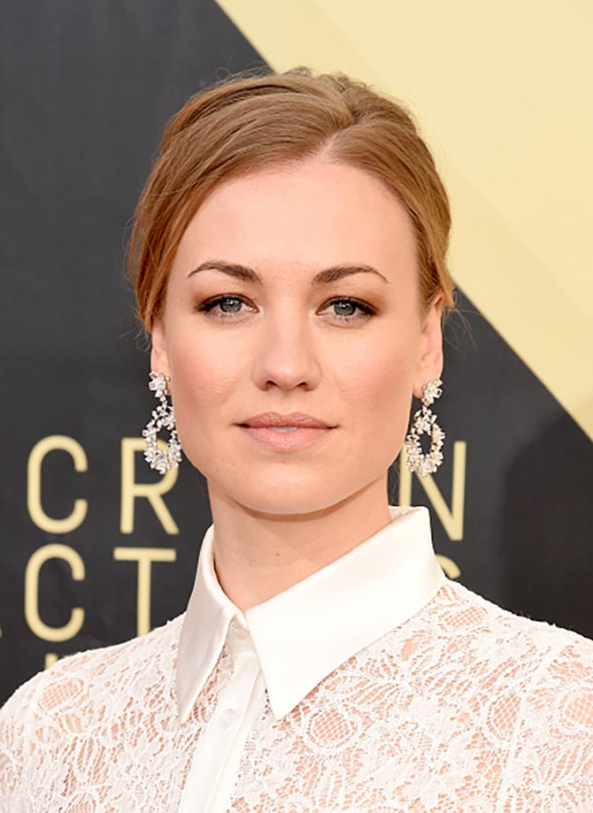 Yvonne Strahovski in Nirav Modi earrings at the 24th Annual Screen Actors†Guild Awards.