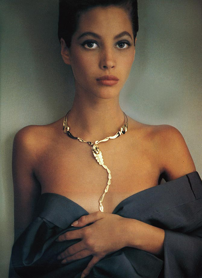 Christy Turlington posed for Sheila Metzner in 1987 wearing Elsa Peretti's Scorpion necklace.