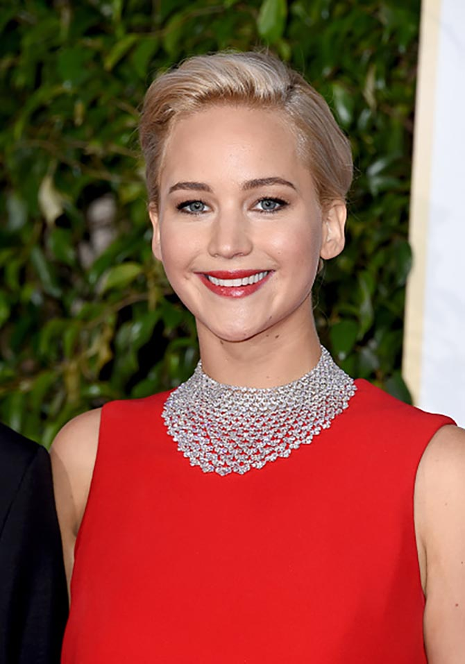 Jennifer Lawrence in a Chopard diamond bib necklace at the 2016 Golden Globe Awards. Photo by Steve Granitz/WireImage