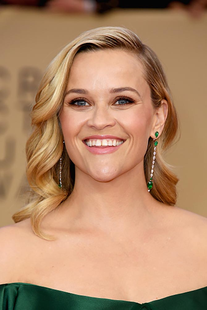 Reese Witherspoon in Gismondi earrings at the 24th Annual Screen Actors†Guild Awards.