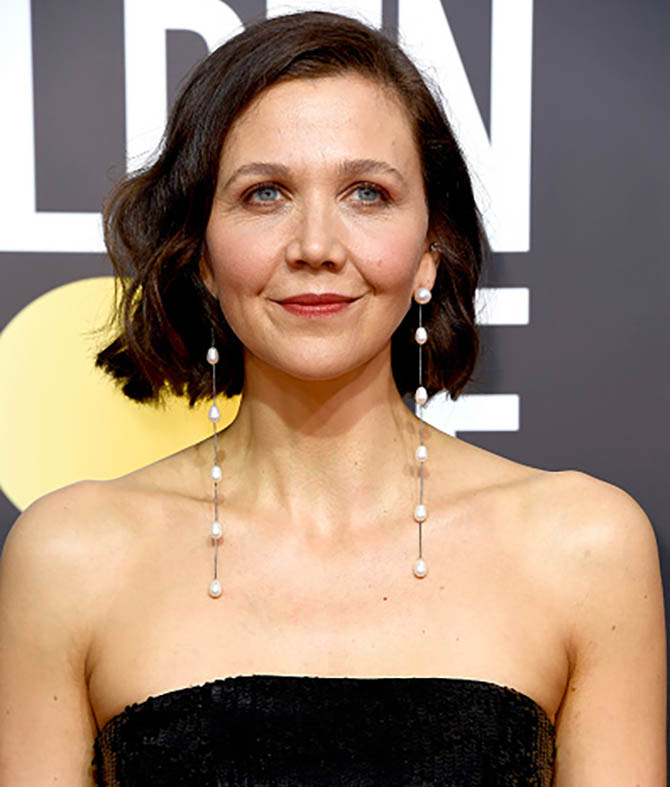 Maggie Gyllenhaal in Sophie Buhai earrings at The 75th Annual Golden Globe Awards