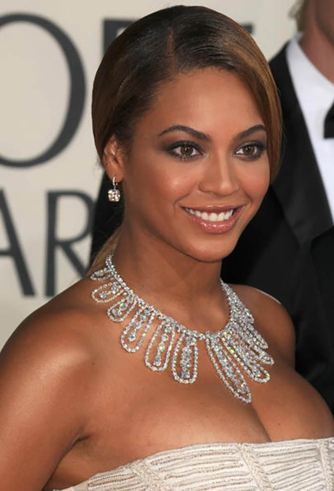 Beyoncé in a Lorraine Schwartz necklace at the 2009 Golden Globe Awards. Photo by Steve Granitz/WireImage
