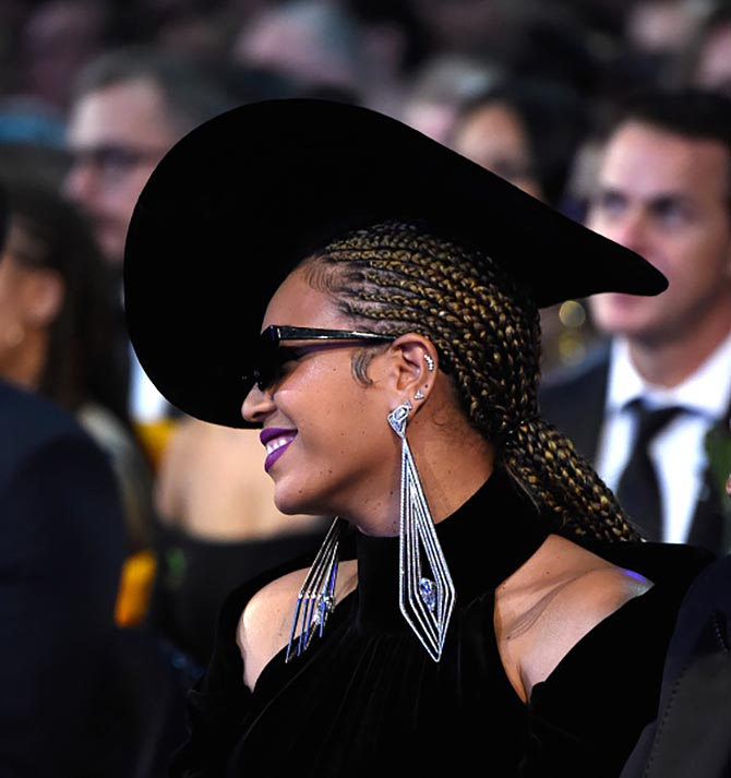Beyonce in Lorraine Schwartz diamond earrings at the Grammys