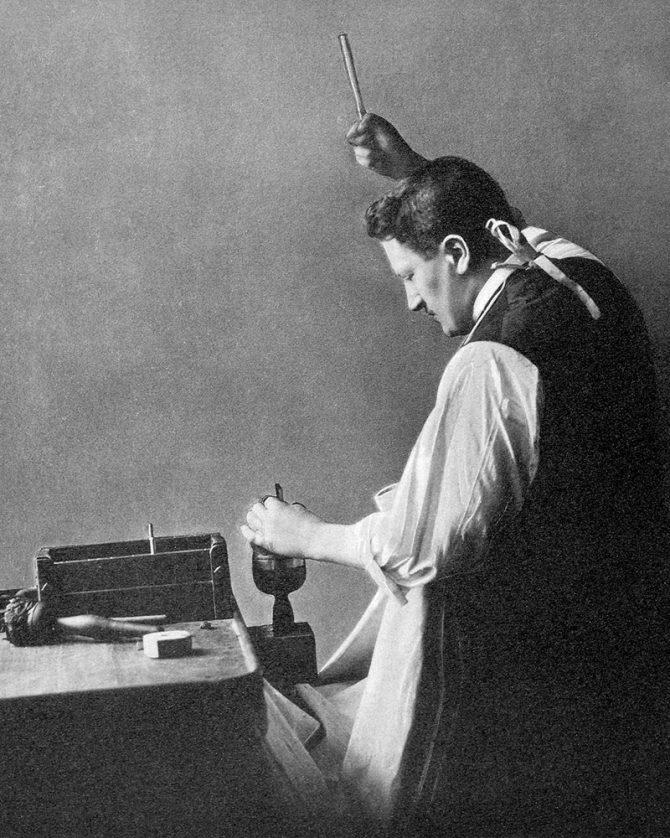 Joseph Asscher raising the hammer to cleave the Cullinan diamond. Photo