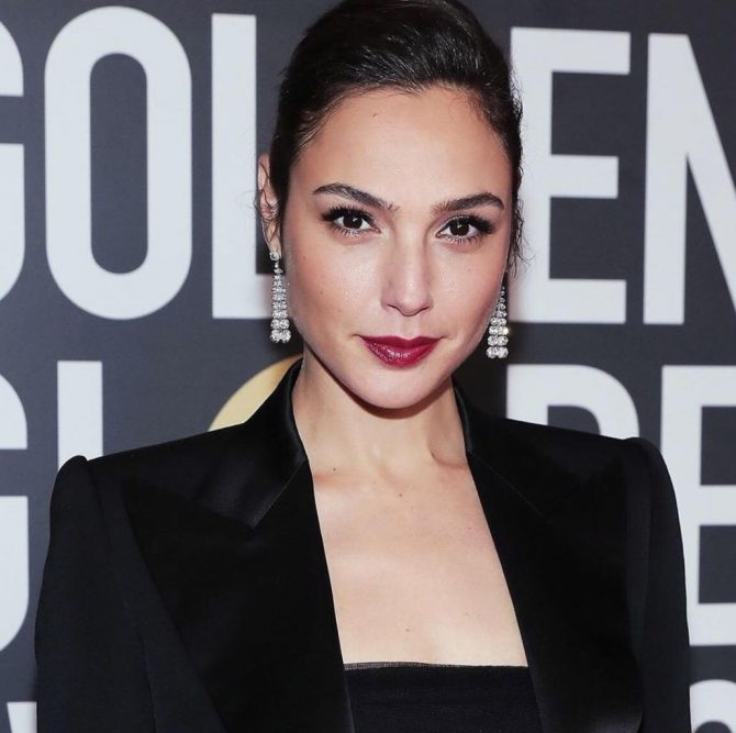 Gal Gadot in Tiffany diamond chandelier earrings.