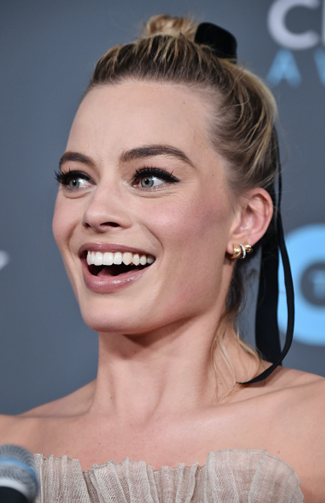 Margot Robbie in Chanel Coco Crush earrings at the Critics' Choice Awards