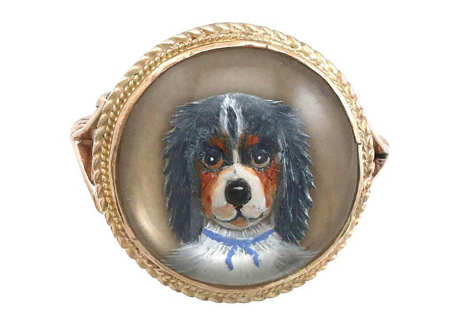 KIng Charles Spaniel Essex crystal portrait in a 9K gold ring