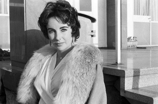 Elizabeth Taylor wearing her diamond heart pendant in February 1958. Photo Getty
