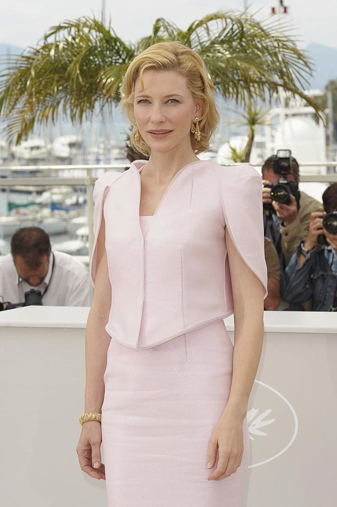 Cate Blanchett wearing vintage Van Cleef & Arpels at a 2010 photocall for Robin Hood in Cannes.