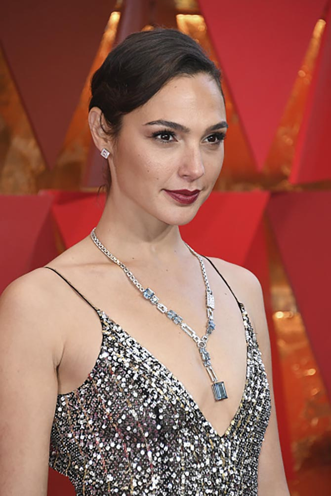 Gal Gadot in Tiffany Blue book aquamarine and diamond necklace at the 2018 Oscars