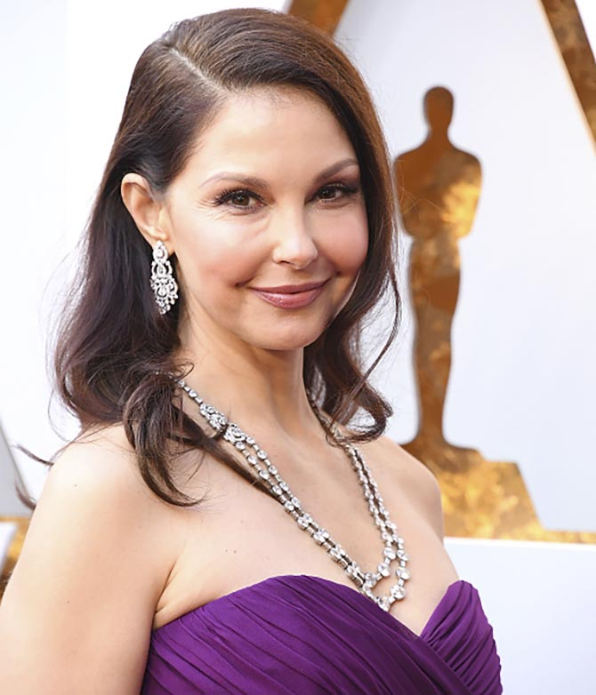 Ashley Judd arrives at the 90th Annual Academy Awards on March 4, 2018 in Bulgari earrings and the Art Deco necklace. Photo by Steve Granitz/WireImage