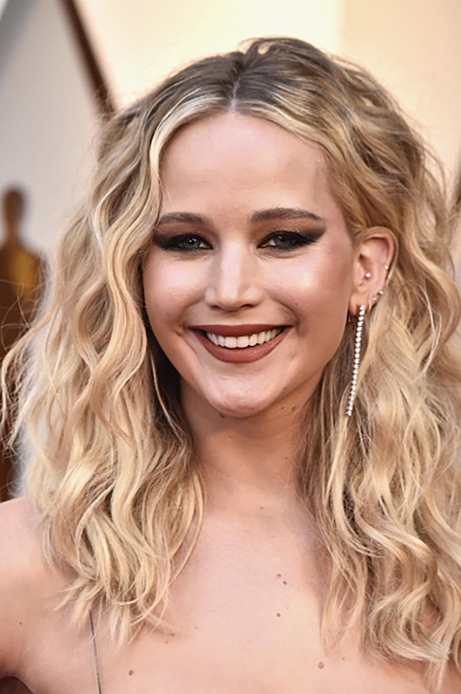 Jennifer Lawrence in diamond earrings by Niwaka at the 2018 Oscars