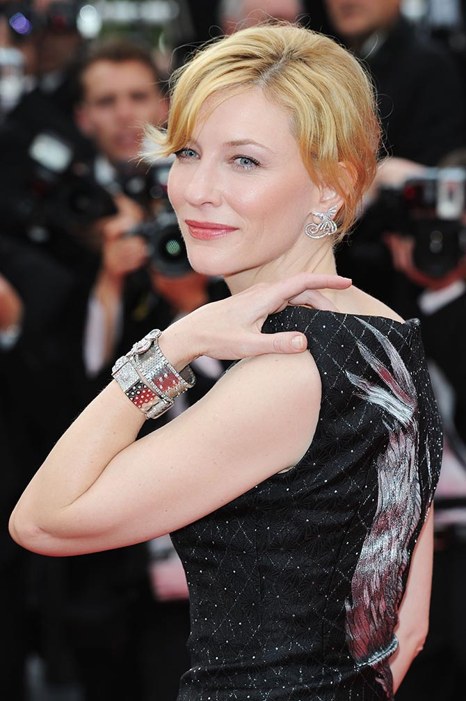 In 2010 for the Cannes premiere of Robin Hood, paired an Alexander McQueen gown with Van Cleef & Arpels jewels.