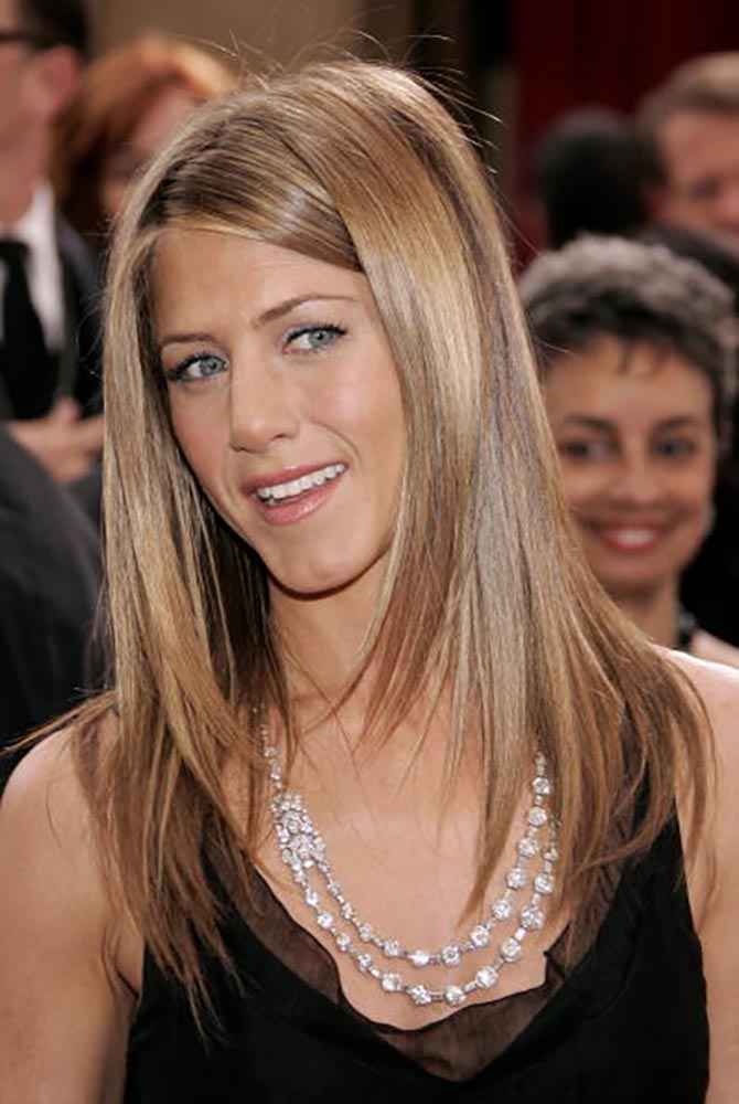 Jennifer Aniston arrives to the 78th Annual Academy Awards a on March 5, 2006 wearing the Bulgari Art Deco diamond necklace Photo Vince Bucci/Getty Images