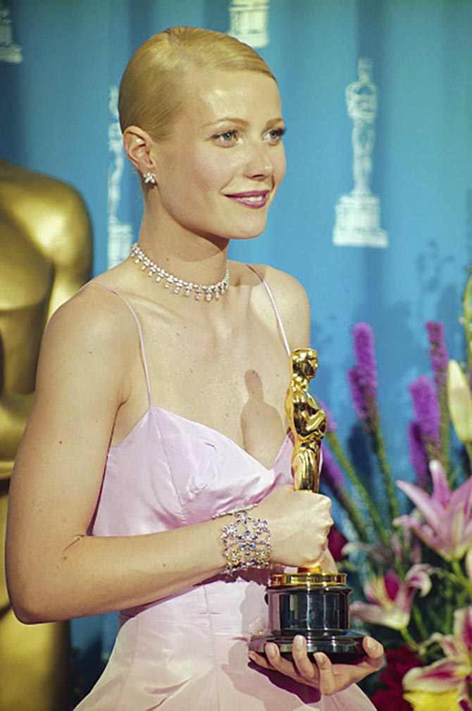 Gwyneth Paltrow at the 1998 Oscars in Harry Winston diamond earrings and necklace and a Cathy Waterman bracelet