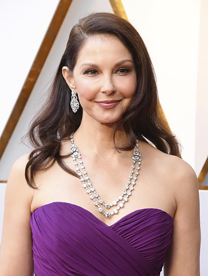 Ashley Judd in Bulgari's modern earrings and art deco diamond and platinum necklace